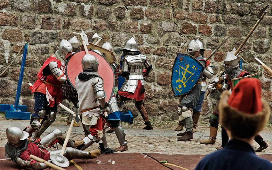 Новогоднее путешествие в средневековье с экскурсией в Сваргас - столицу Варяжских земель с обедом и представлением в Круглой башне