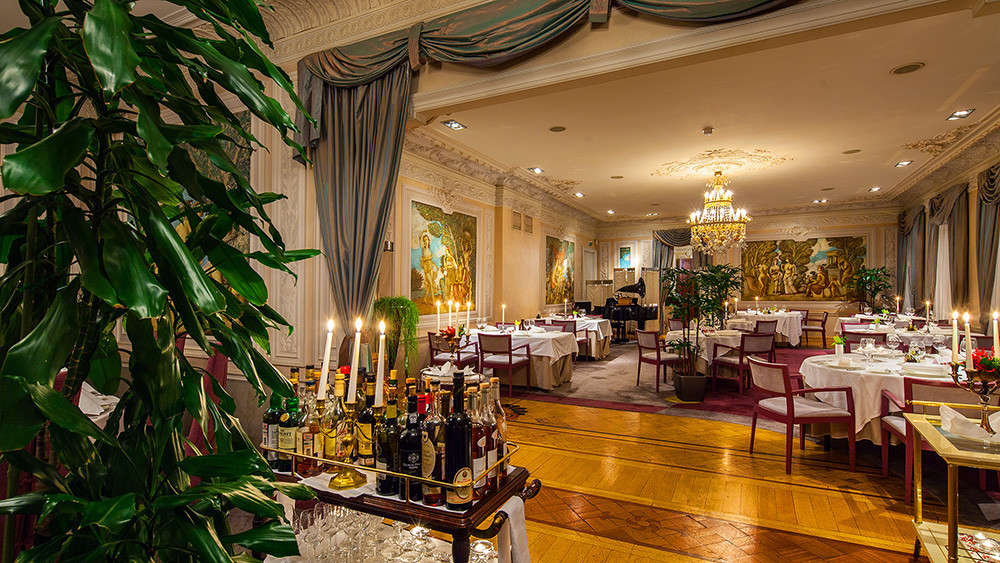 """Экскурсия по ресторану """"ПалкинЪ"""" с дегустацией вина и шоу по созданию фирменного мороженого."""